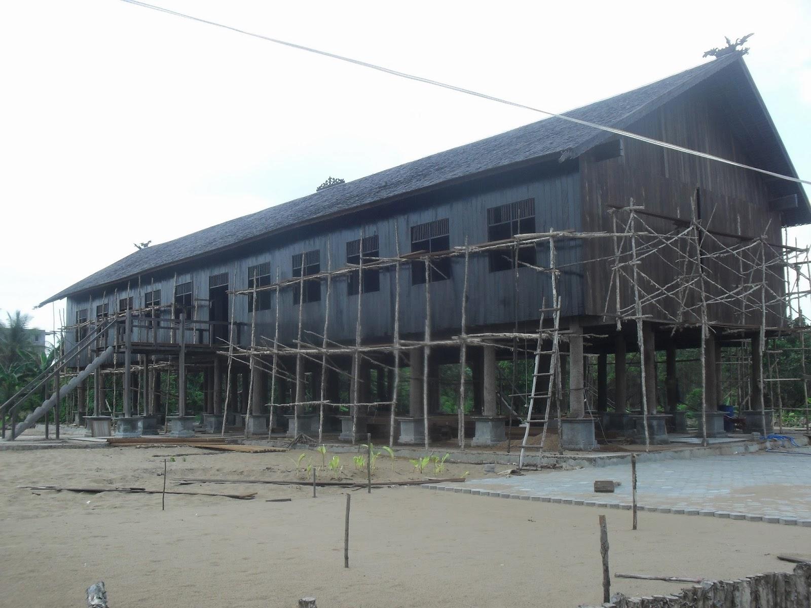 Mahakam24 Betang Rumah Adat Suku Dayak Replika Dibangun Oleh Keluarga
