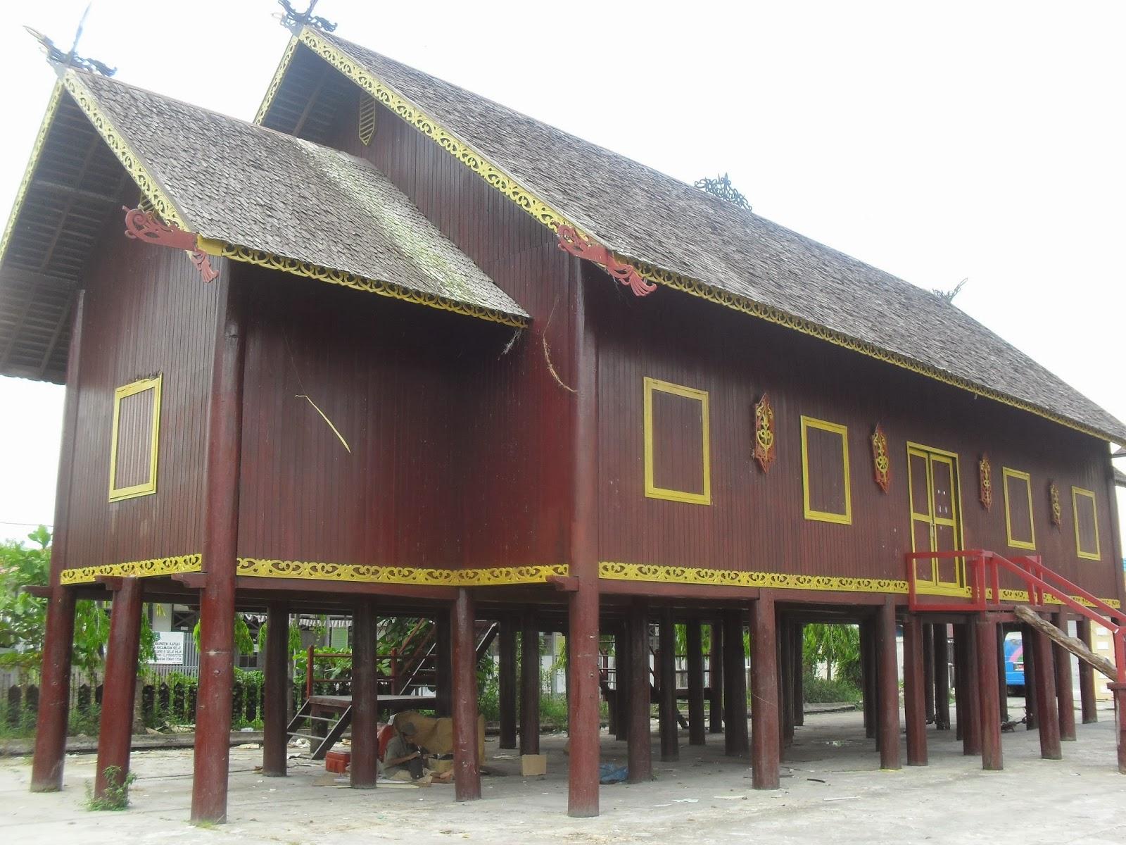 Mahakam24 Betang Rumah Adat Suku Dayak Replika Dilihat Sudut Lain