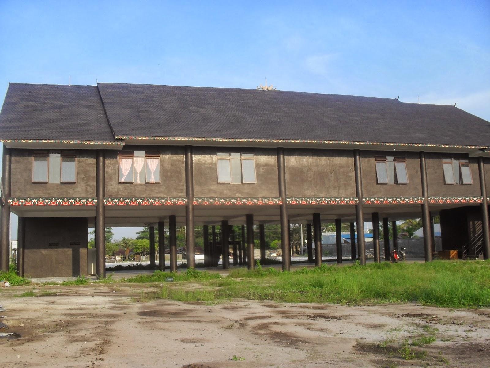 Mahakam24 Betang Rumah Adat Suku Dayak Replika Sekretariat Majelis Nasional