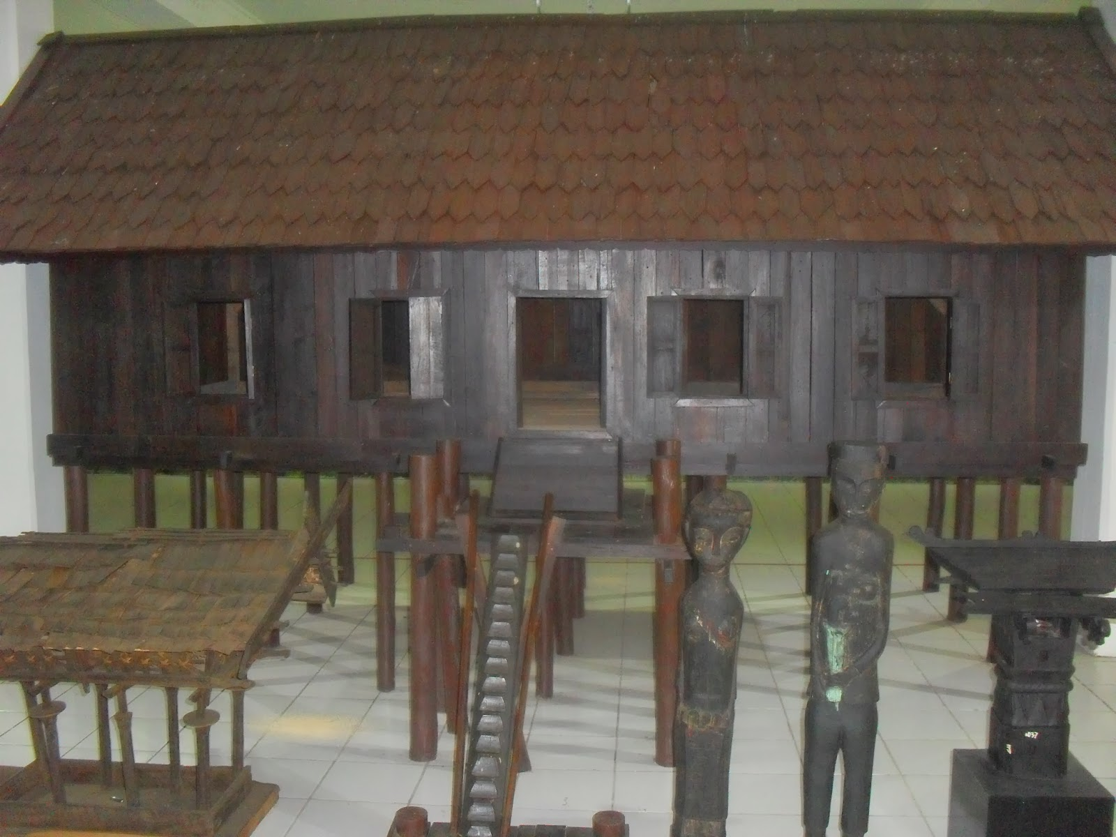 Mahakam24 Museum Balanga Palangkaraya Kalimantan Tengah Betang Rumah Adat Suku