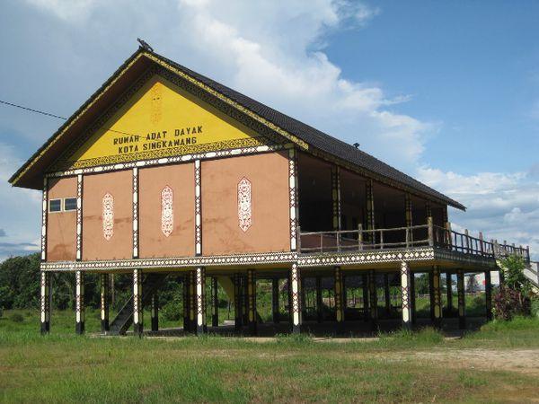 Pesona Indonesia Rumah Adat Kalimantan Barat Dayak Bentuk Besar Betang