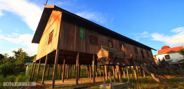 Replika Rumah Betang Kabupaten Murung Raya Backpacker Borneo Adat Bentang