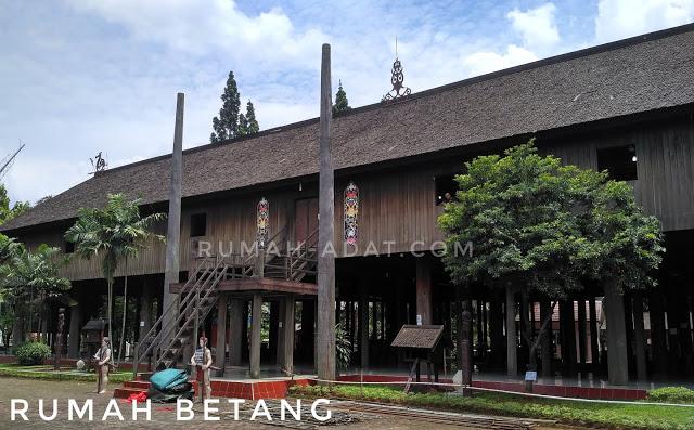 700 Koleksi Gambar Rumah Adat Betang Kalimantan Tengah Terbaik