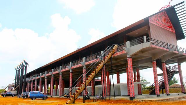 Rumah Adat Radakng Kalimantan Barat Info Itah Bentang Kota Palangkaraya