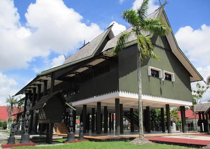 Rumah Betang Adat Suku Dayak Palangkaraya Mac Torque Bentang Kota
