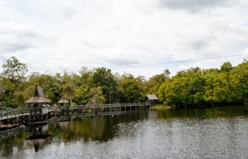 Tempat Wisata Palangkaraya Giveabookok Menarik Kalimantan Tengah Taman Fantasi Beach