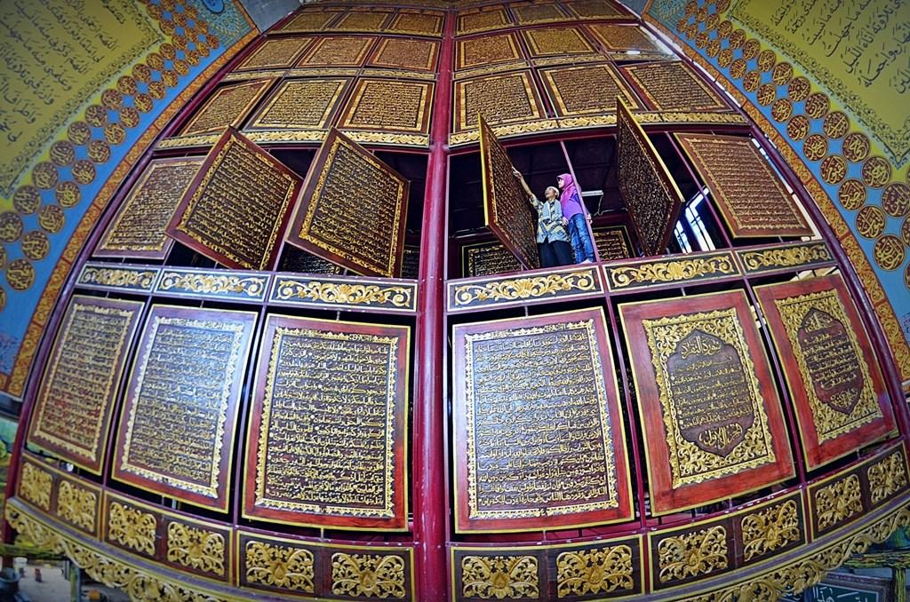 3 Al Qur Terbesar Dunia Mirdanuriyyahblog Quran Akbar Kota Palembang
