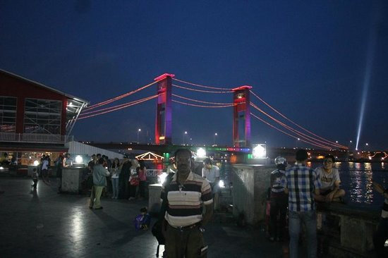 Ampera Bridge Background Foto Benteng Kuto Besak Kota Palembang