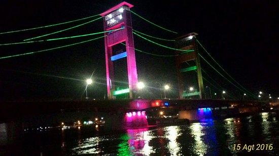 City Tour Palembang Indonesia Benteng Kuto Besak Jembatan Ampera Sungai