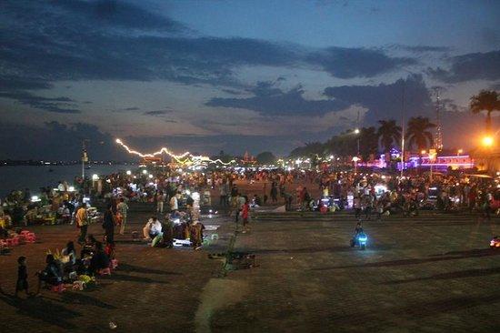 Crowd Esplanade Picture Benteng Kuto Besak Palembang Kota