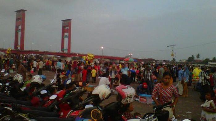 Warga Manfaatkan Liburan Pelataran Benteng Kuto Besak Sriwijaya Kota Palembang
