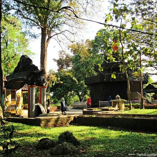 Catatan Hendra Jailani Bukit Siguntang Tapak Kraton Kerajaan Sriwijaya Puncak