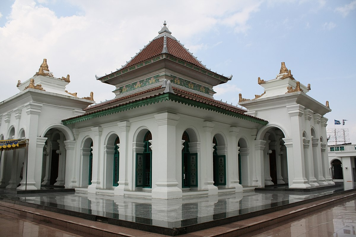 Great Mosque Palembang Wikipedia Masjid Agung Sultan Mahmud Badaruddin Kota