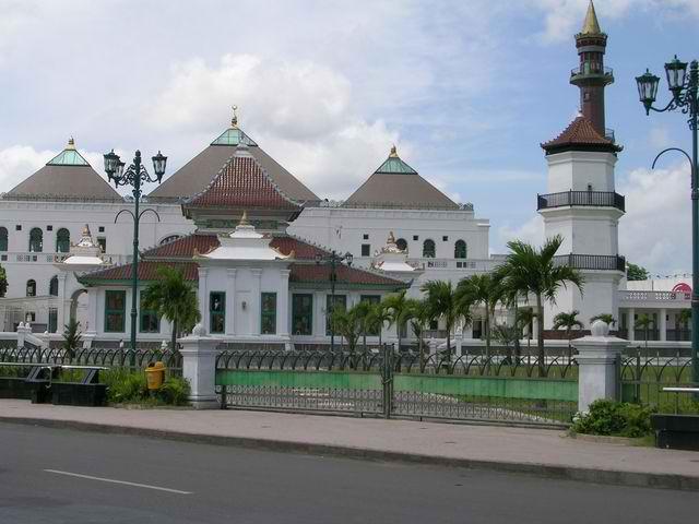 Masjid Agung Palembang Sultan Mahmud Badaruddin Biasa Disebut Sebuah Besar