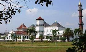 Masjid Megah Berasitektur Unik Indonesia Muchammadelri Blog Agung Sultan Mahmud