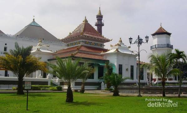 Megahnya Masjid Kebanggaan Warga Palembang Agung Tertua Terbesar Sekaligus Masyarakat