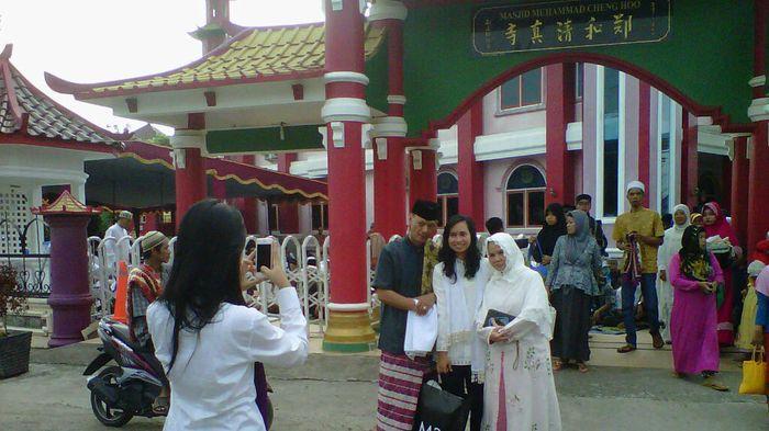 Warga Curi Kesempatan Selfie Masjid Cheng Hoo Jakabaring Palembang Kota