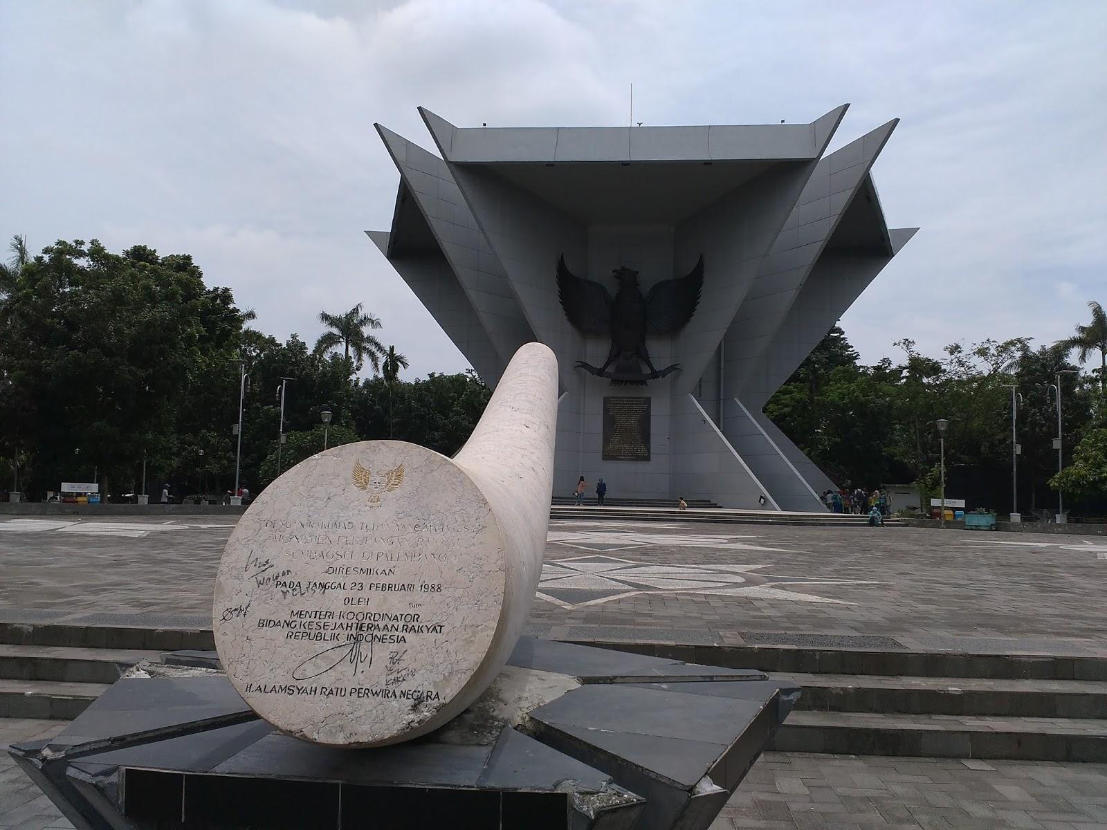 7 Wisata Palembang Kental Sejarah Cheria Holiday Monpera Monumen Perjuangan
