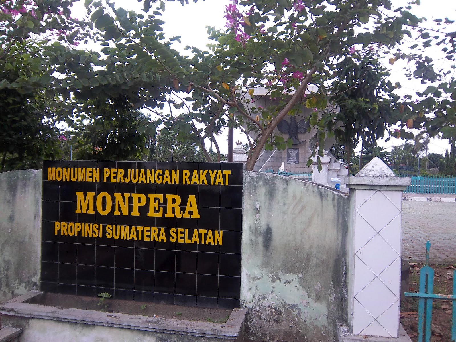 Day Trip Palembang Living Room Walking Monumen Perjuangan Rakyat Ampera