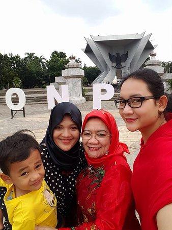 Monpera Monumen Perjuangan Rakyat Palembang Foto Selfi Depan Kota