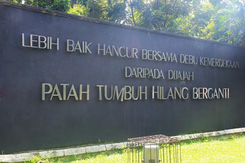Monpera Simbol Perjuangan Rakyat Bergelora Indonesiakaya Monumen Terletak Pusat Kota