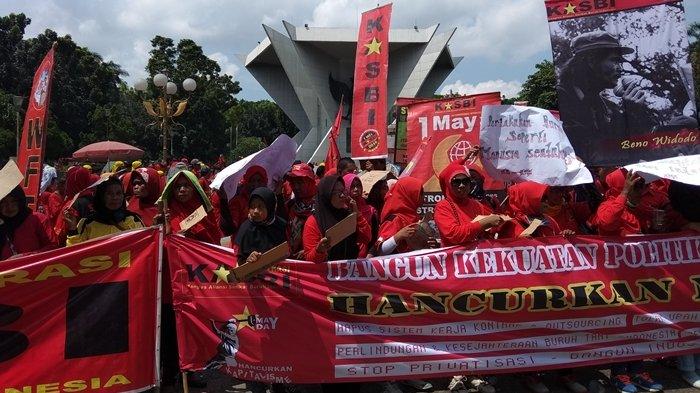 Tuntutan Buruh Peringatan Day Kota Palembang Terkait Tka Upah Monumen