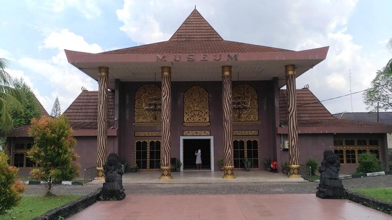 Balaputradewa Palembang Museum Negeri Balaputra Dewa Kota