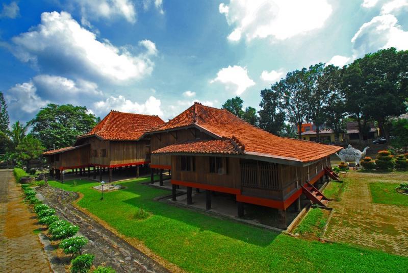Motif Pelangi Jumputan Palembang Museum Balaputra Dewa Kota Negeri