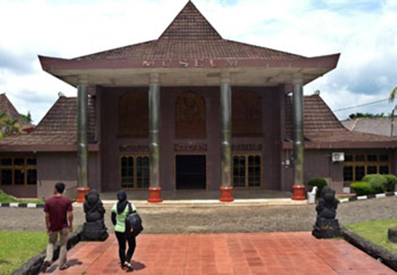 Museum Negeri Sumatera Selatan Balaputra Dewa Kota Palembang