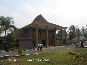 Museum Negeri Sumatera Selatan Persatuan Perbedaan Balaputra 01 Bangunan Dewa