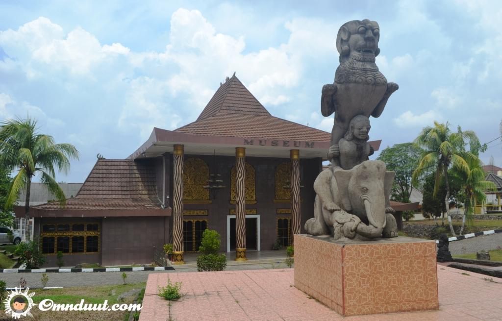Terkesima Balaputra Dewa Museum Uang Rp 10 000 Omnduut Bagian