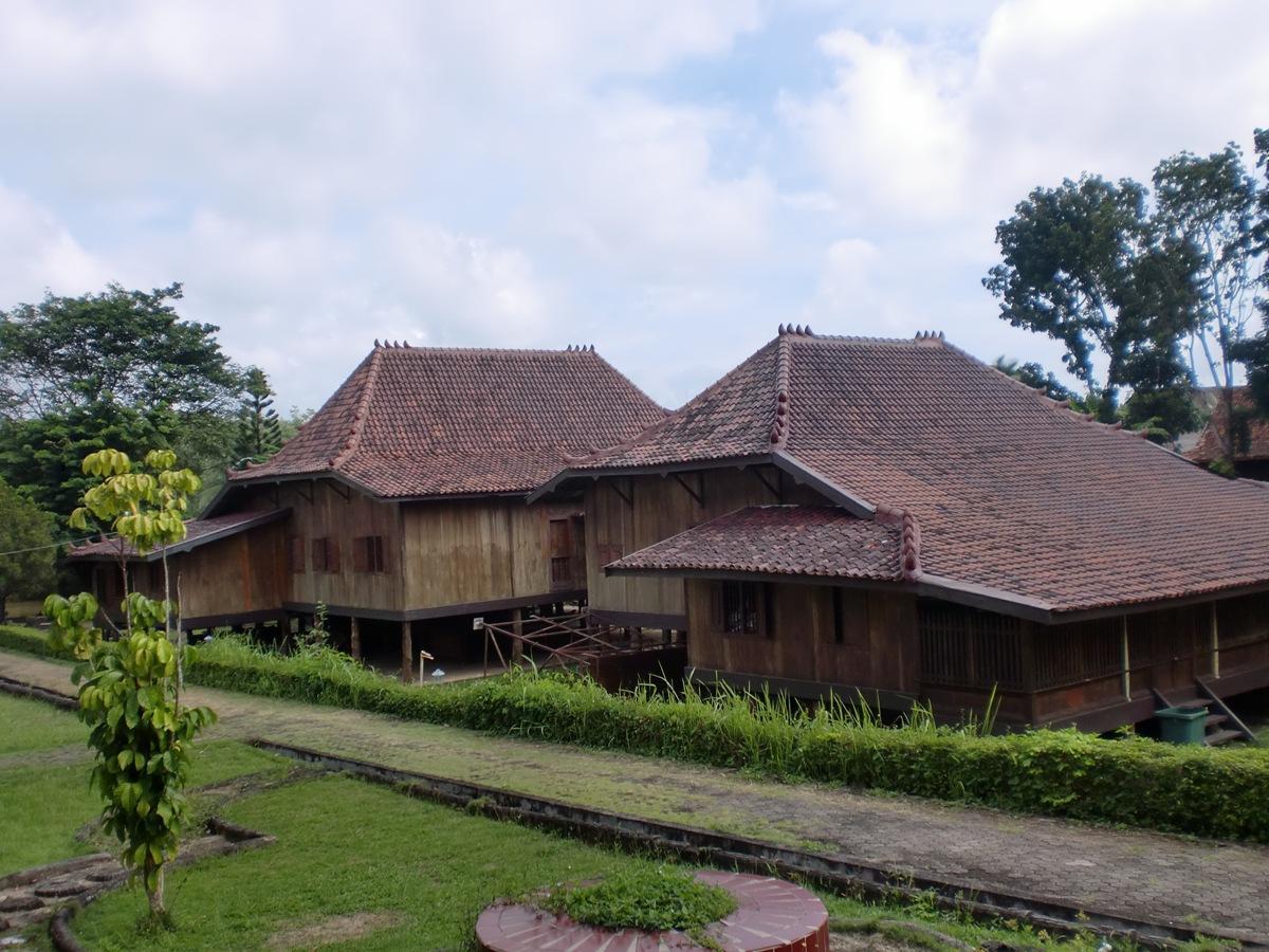 Tempat Wisata Palembang Explore Nuk Rumah Limas Pulau Fantasy Kota