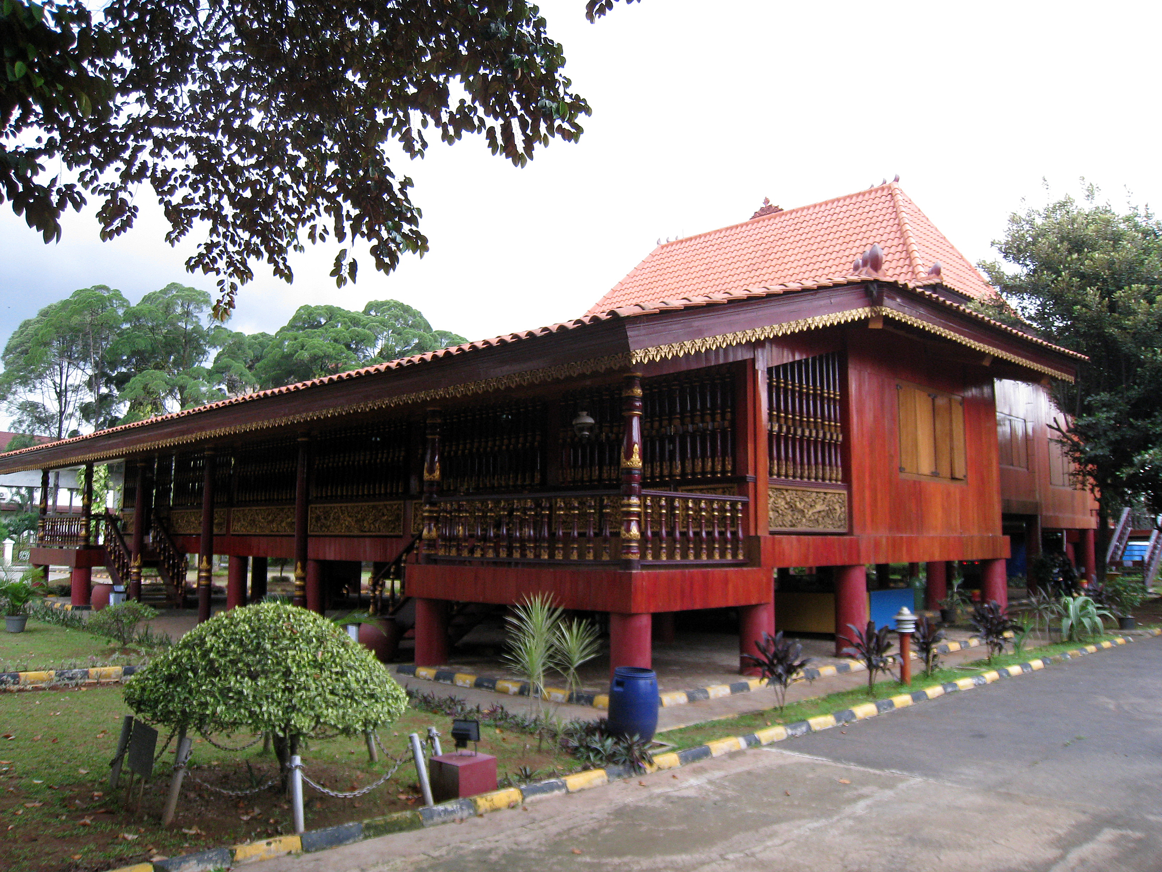 File Tmii South Sumatra Pavilion Limas House Jpg Wikimedia Commons