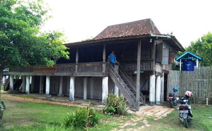 Rumah Limas 100 Tiang Dibangun 1811 Desa Sugih Waras 3