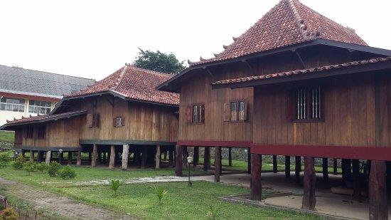 Rumah Limas Salah Satu Adat Khas Palembang Museum Balaputradewa Sumatera