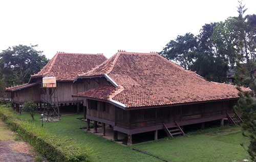 Rumah Limas Tradisional Sumatera Selatan Sumatra Tampak Samping Kota Palembang