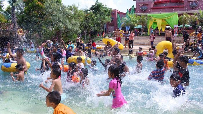 Amanzi Water Park Palembang Diserbu Pengunjung Sriwijaya Post Taman Air