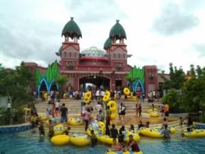 Letupan 1 000 Bola Natal Amanzi Waterpark Sriwijaya Post Taman