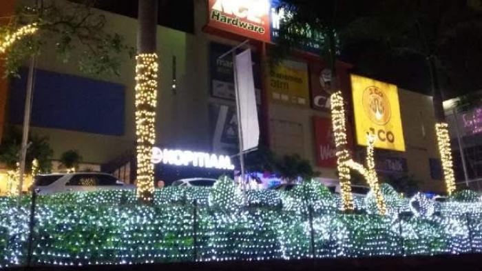 Gemerlap Lampu Hiasi Taman Pim Tribun Sumsel Pelangi Palembang Kota