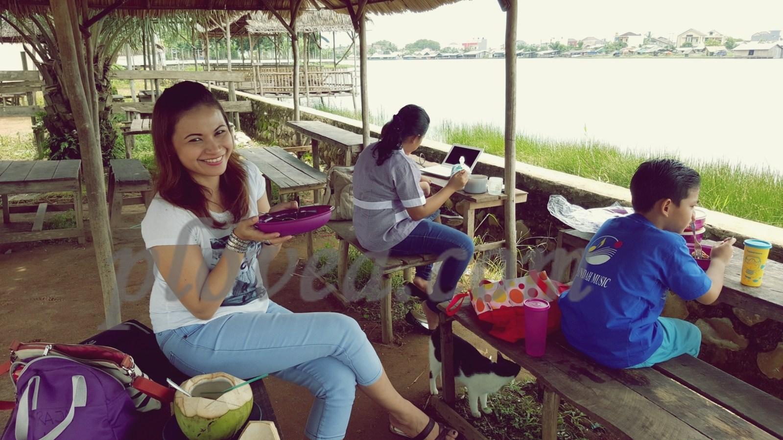 Palembang Bird Park Samosir Meets Krones Abang Tuh Tampak Menikmati