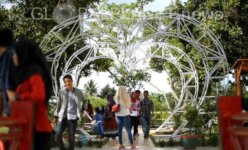 Berita Globalplanet News Liburan Pengunjung Ramai Berwisata Taman Purbakala Sriwijaya