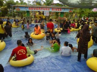 Asyiknya Bermain Adventure River Water Fun Opi Jakabaring Foto Jpg