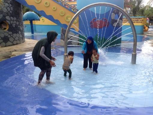 Bermain Air Opi Water Fun Palembang Wahana Terdapat Rainbow Castle