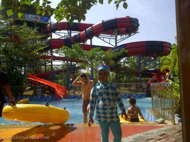 Rekreasi Air Bersama Keluarga Opi Water Fun Palembang Waterboom Jakabaring
