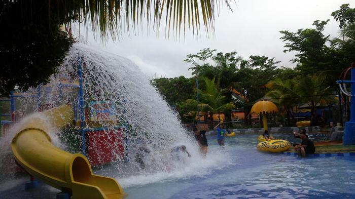 Ribuan Pengunjung Padati Opi Water Fun Jakabaring Palembang Waterboom Kota
