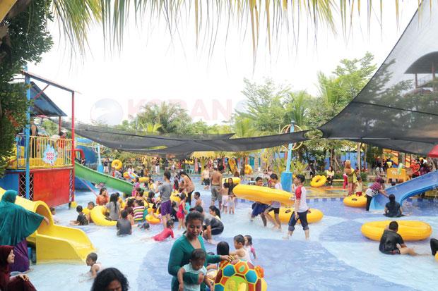 Warnai Hut Opi Water Fun Kemeriahan Waterboom Jakabaring Kota Palembang