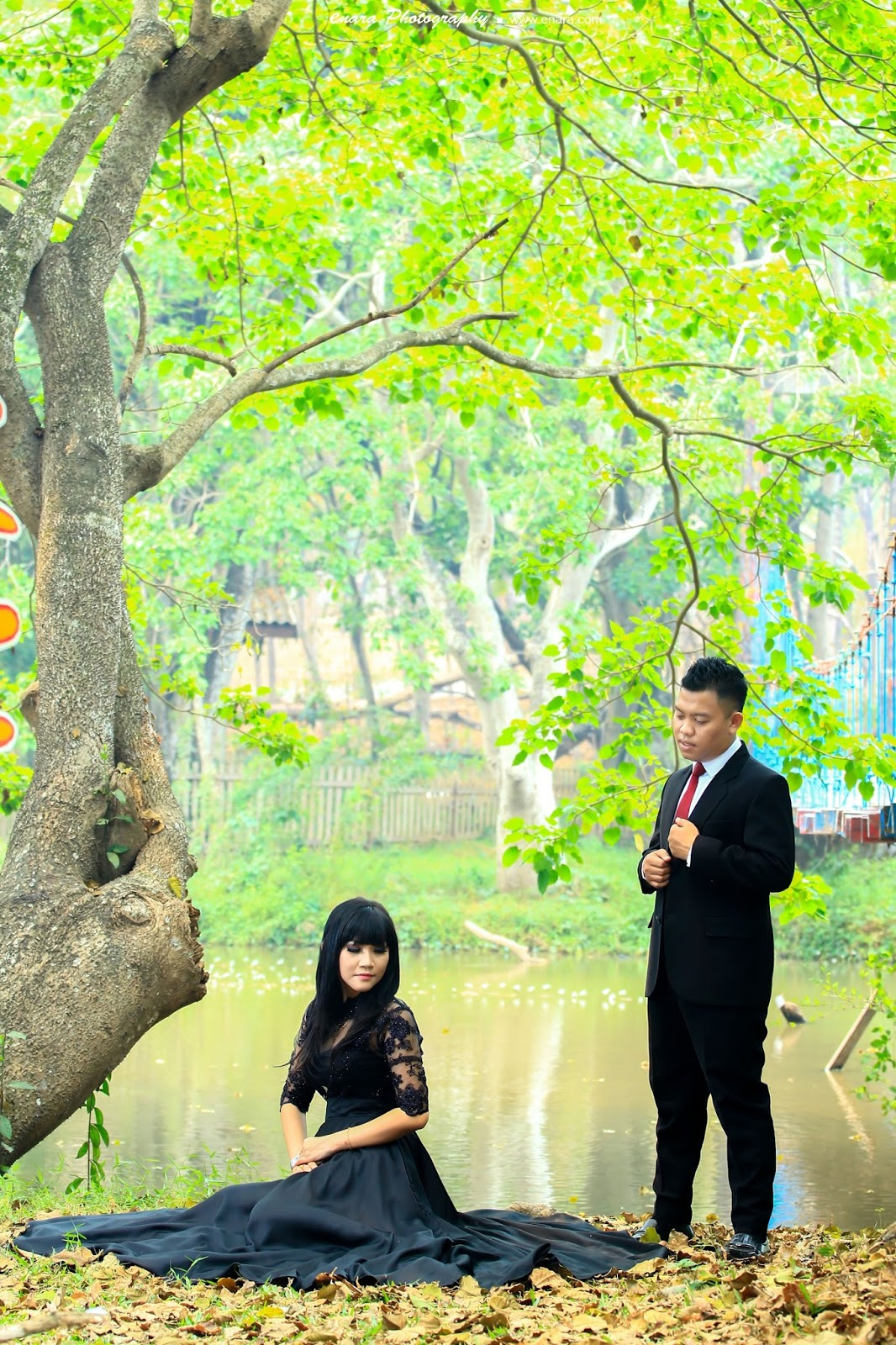 Eris Munandar Saputra Prewedding Punti Kayu Palembang Spot Alam Pepohonan