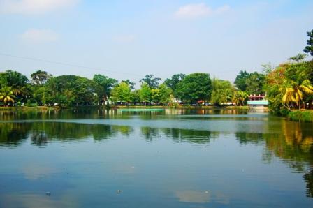 Kambang Iwak Family Park Sejuknya Danau Tengah Kota Panduan Wisata