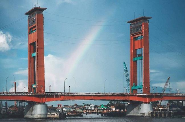 Wisata Keluarga Seru Kota Palembang Wisatapedi Jembatan Ampera Kembang Iwak