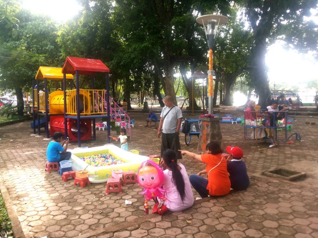 Wisata Kuliner Pelesir Kambang Iwak Palembang Sekilas Taman Mengingatkan Kita